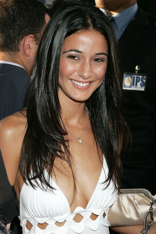 http://blurppy.files.wordpress.com/2011/07/canadian-beauty-emmanuelle-chriqui-4011.jpg
