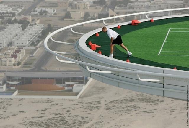 Burj Al Arab hotel in Dubai: Home Of The World's Scariest Tennis Court | blurppy