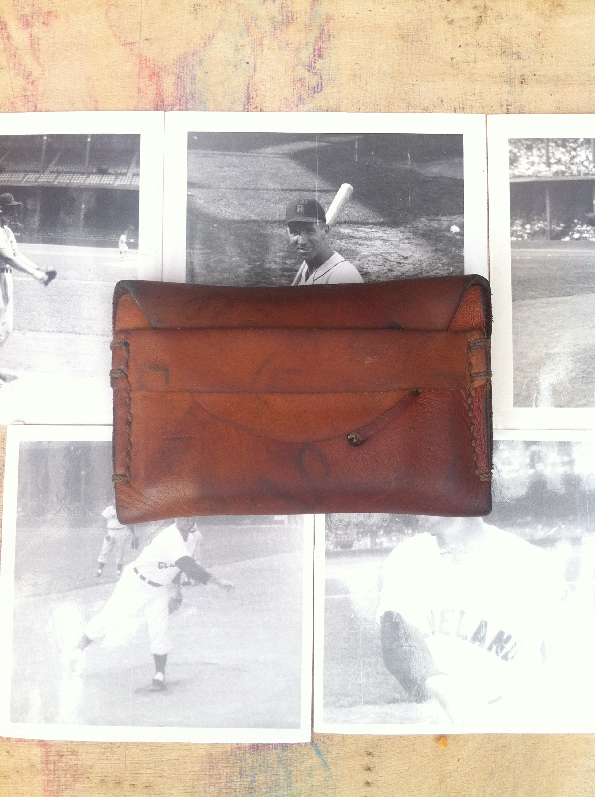 Recycled baseball glove wallet - Securedownload 1