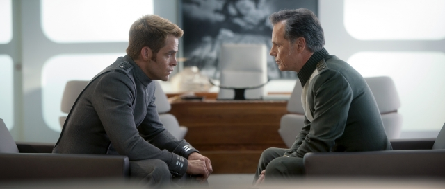 -00star-trek-into-darkness-chris-pine-bruce-greenwood