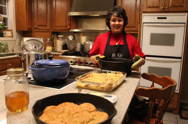 -0kay-robertson-happy-in-kitchen