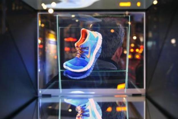 -0Nike-Free-Holographic-Ad-1