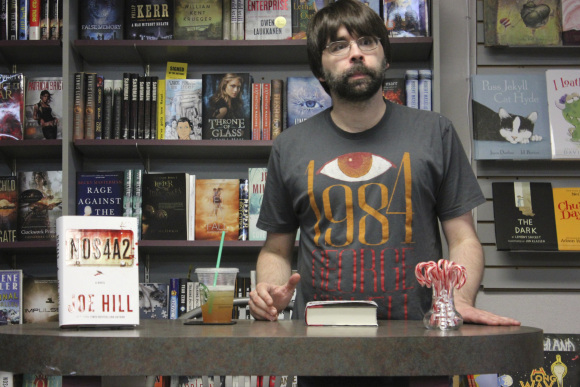 _joe-hill-at-mysterious-galaxy-bookstore-6