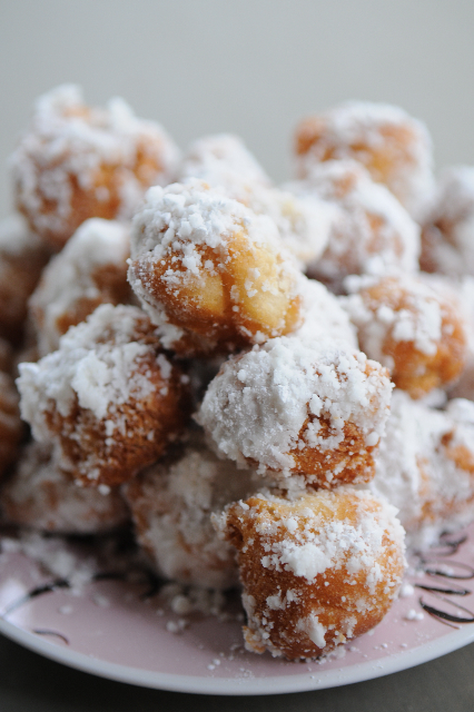 powdereddonutholes