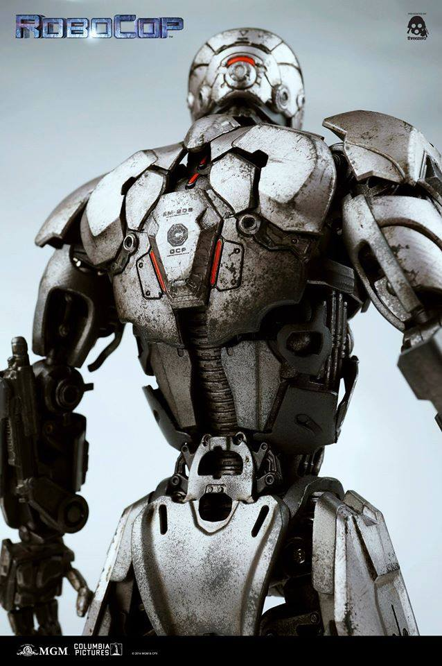 Threezero-Robocop-EM-208-017