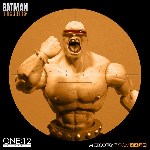 mezco-toyz-sdcc-summer-exclusive-one-12-collective-dark-knight-returns-deluxe-box-set-04