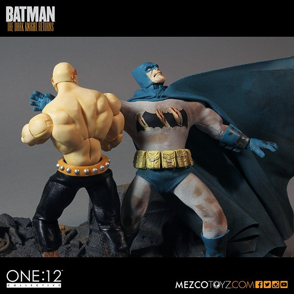 mezco-toyz-sdcc-summer-exclusive-one-12-collective-dark-knight-returns-deluxe-box-set-07