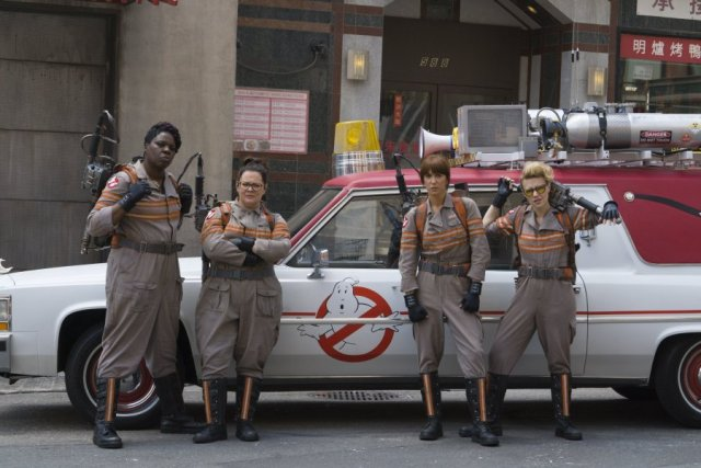 ghostbusters-all-female-reboot-cast-in-costume